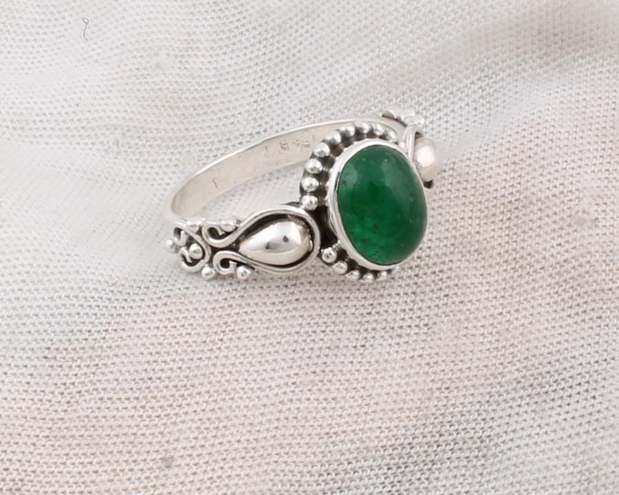 Hochzeit - Elegant Oval Emerald Green Onyx Statement Ring in Sterling Silver