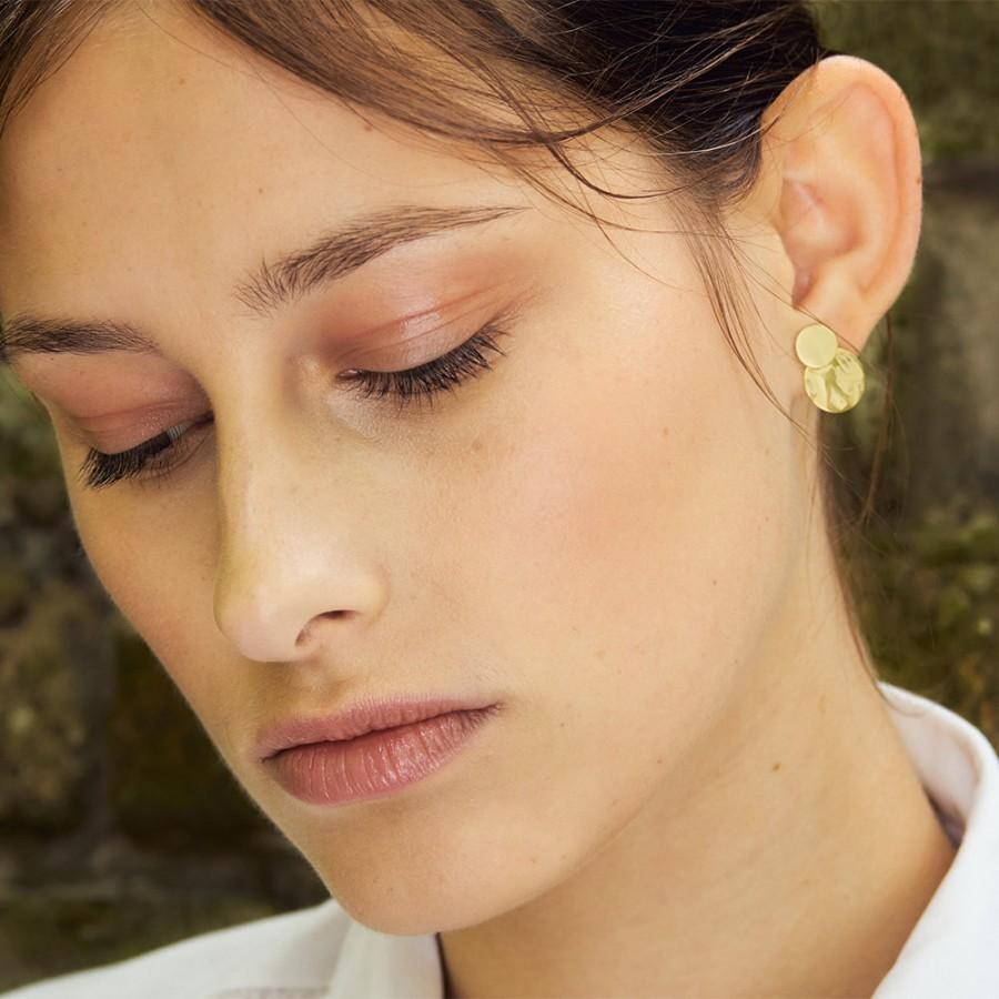 Hochzeit - 2 in 1 Stud Earrings gilded Brass. With round Platelet Pendant. Mat and Shine, wearable with or without Platelets