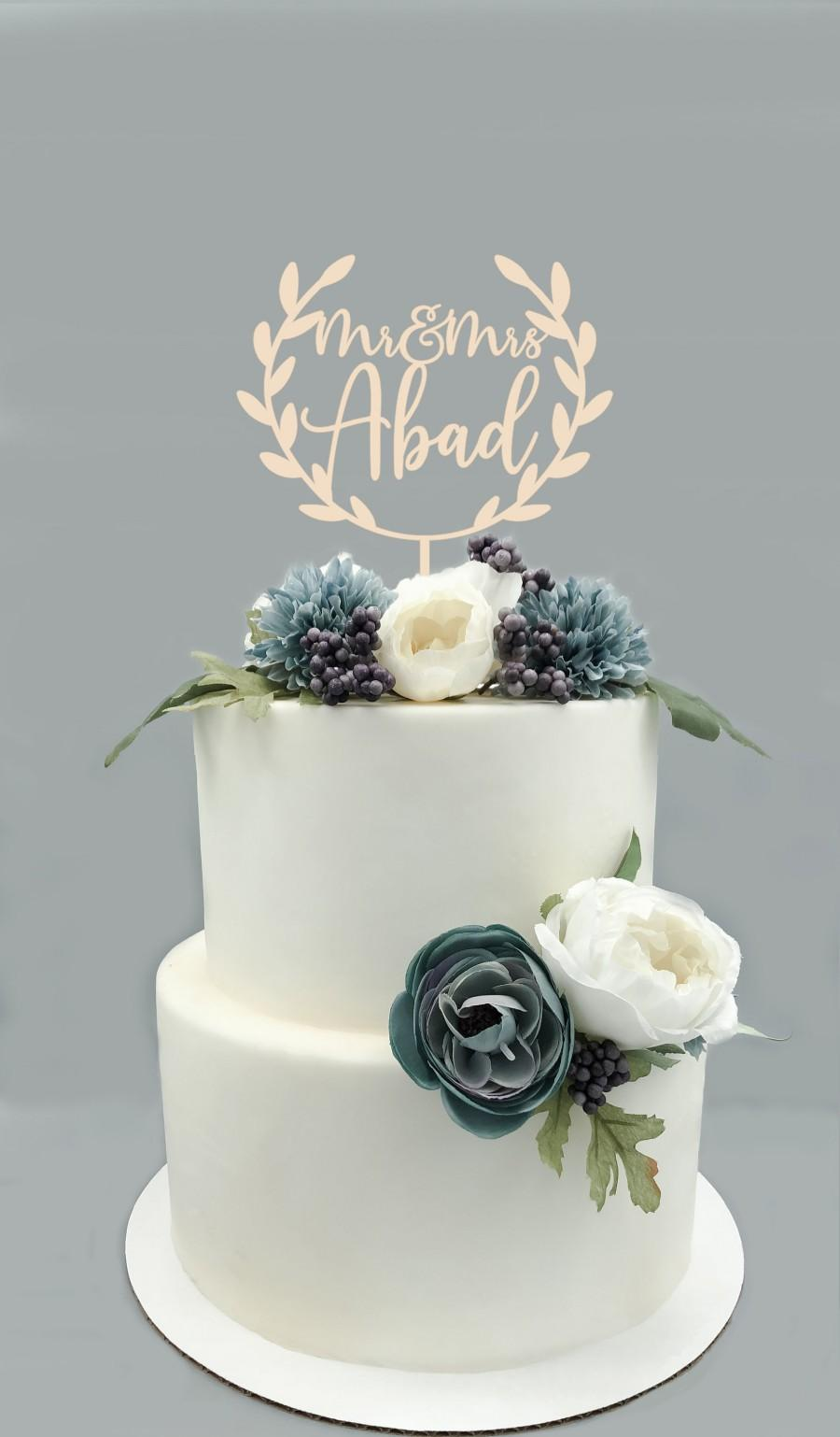 Mariage - Personalized Mr & Mrs Wood Wreath Cake Topper -Custom Mr Mr last name Wedding Cake Topper, Rustic Wedding Decor, Cake Decor, Engagement Cake