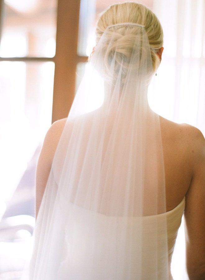Mariage - Soft Wedding Veil Simple Tulle veil, Simplicity Short fingertip chapel cathedral Cut Edge veil, Bridal Veil Minimalist, Sheer simple veil