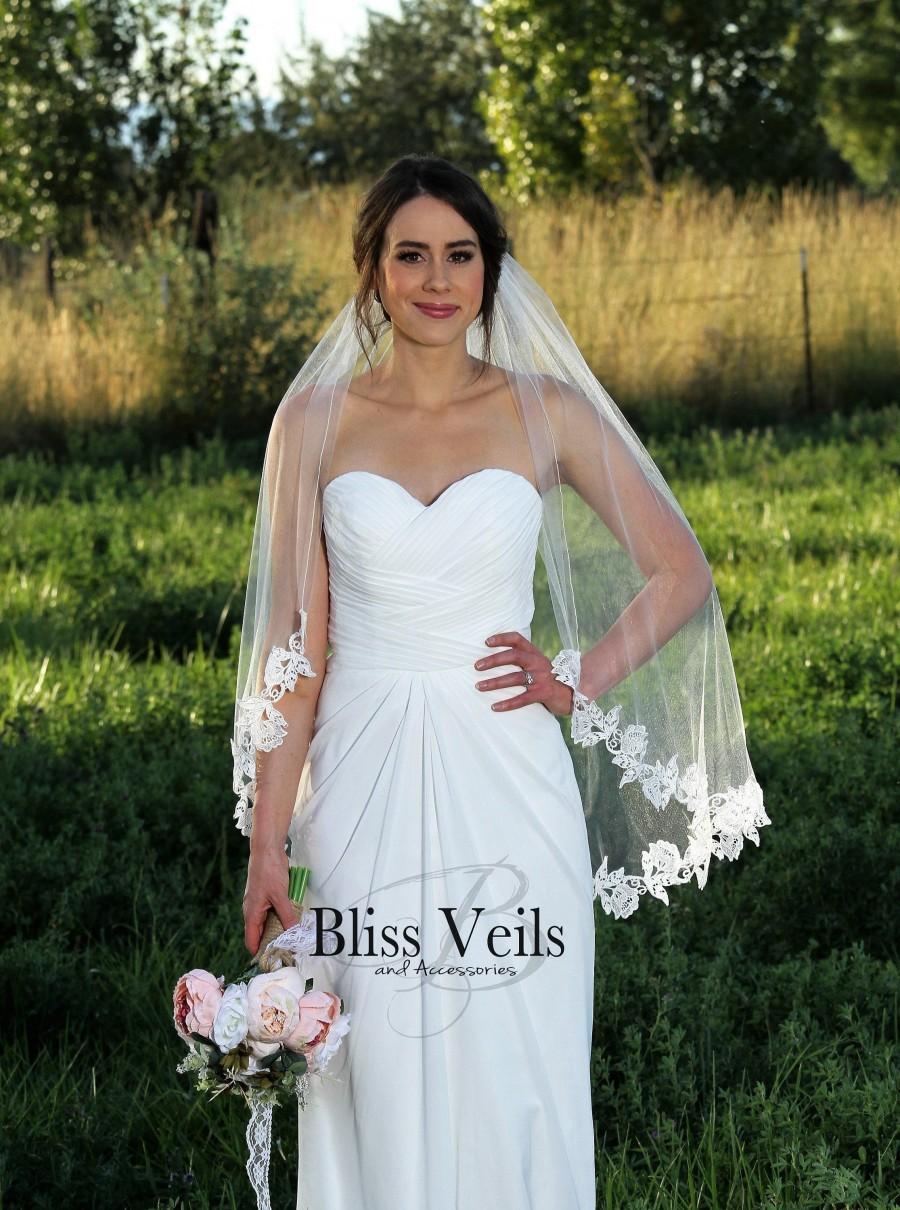 Mariage - Soft Lace Wedding Veil -  Fingertip Veil -  Fast Shipping!