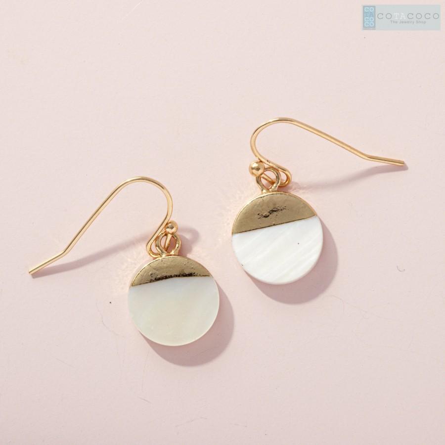 زفاف - Circle disc earrings with gold dip accent, MOP Earrings, Shell earring, Bridesmaid earrings, Minimalist earring, Unique gift, Dainty earring