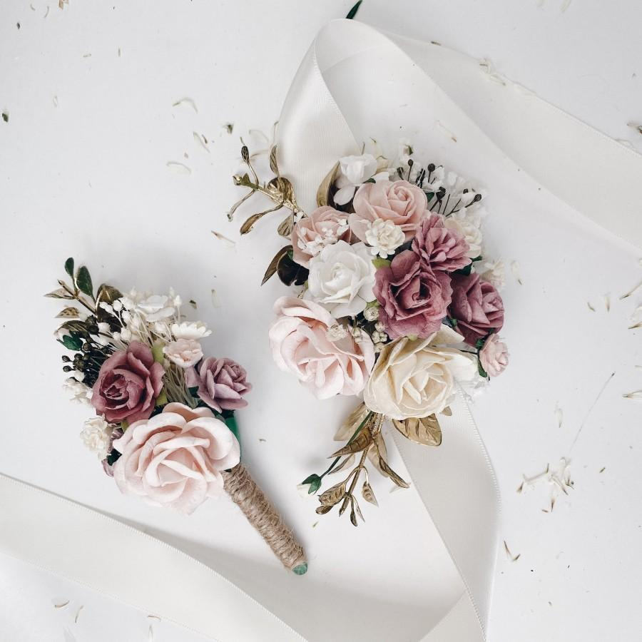 Mariage - Corsage and boutonnière set, boutonnières for men, dusty rose, gold wedding flower bracelet, ivory and white wrist corsages,