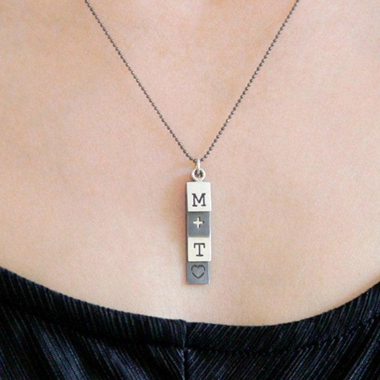 Mariage - Tag necklace personalized couples necklaces, Two Initial Necklace sterling silver, Boyfriend girlfriend jewelry gift for wife