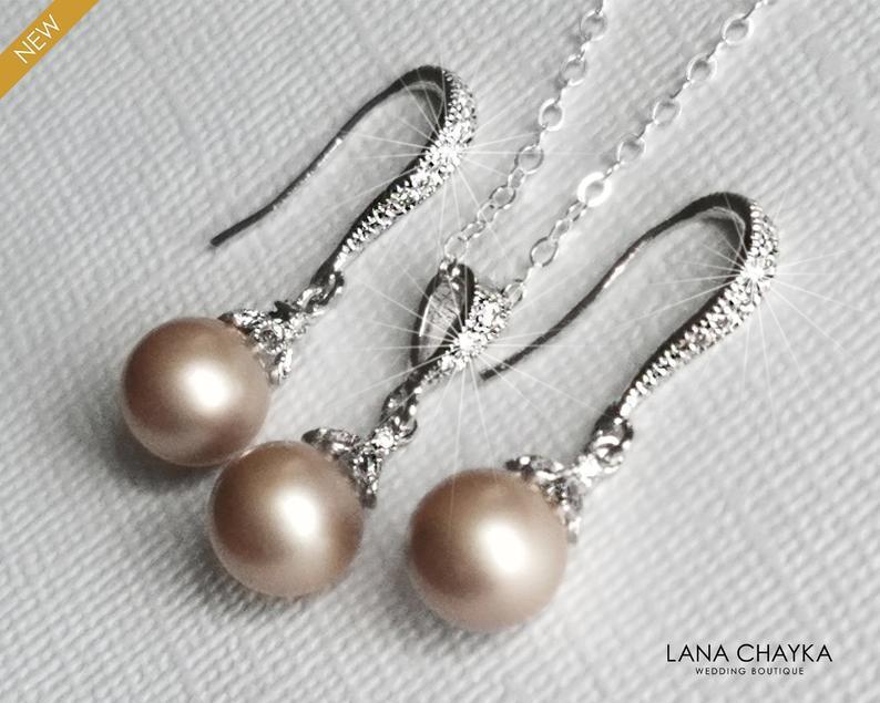 Свадьба - Champagne Pearl Jewelry Set, Swarovski 8mm Pearl Set, Powder Almond Pearl Set, Wedding Jewelry, Bridal Champagne Jewelry, Bridal Party Gift