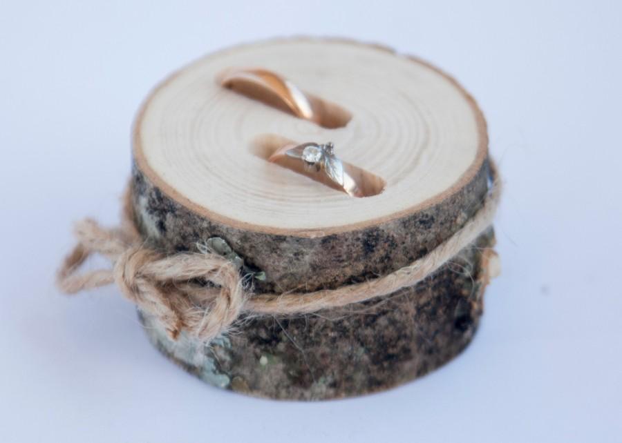 Hochzeit - Rustic ring bearer pillow,  wedding wood slice, rustic ring box,  birch wedding decoration, wood wedding decor, ring pillow alternative,