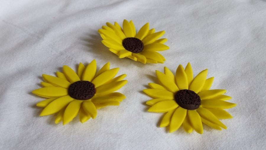 Wedding - 12 Fondant Sunflowers - Realistic and Edible
