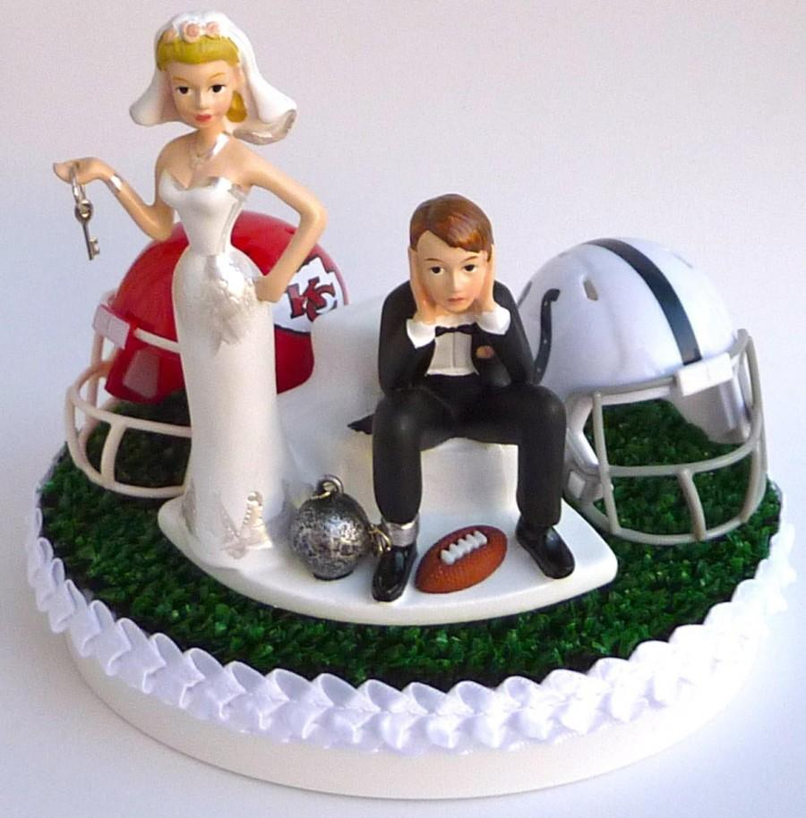 زفاف - Wedding Cake Topper Team Rivalry House Divided Football Turf Topper Ball and Chain Key Themed College Pro You Pick Your Two Teams w/ Garter