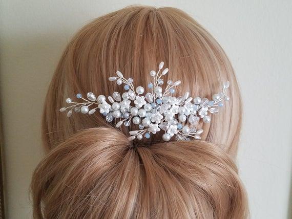 زفاف - Dusty Blue White Hair Comb, Pearl Bridal Hair Comb, Wedding White Light Blue Headpiece, Wedding Floral Hair Piece, Pearl Crystal Hairpiece