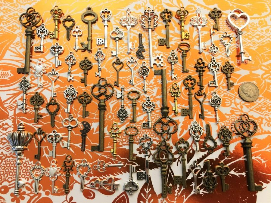 Свадьба - 68 Bulk Lot Skeleton Keys Vintage Antique Look Replica Charms Jewelry Steampunk Wedding Bead Supplies Pendant  Collection Reproduction Craft