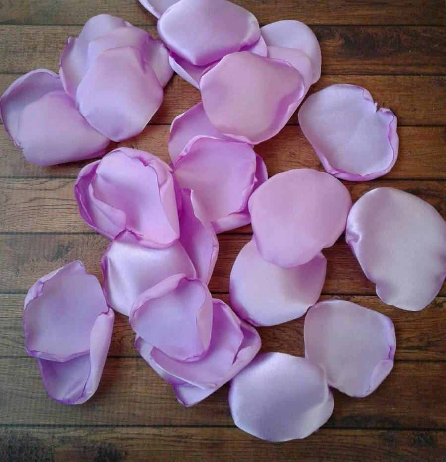 Mariage - Lavender wedding, Lavender rose petals, flower petals, wedding petals, flower girl petals, aisle runner decor, wedding table decor.