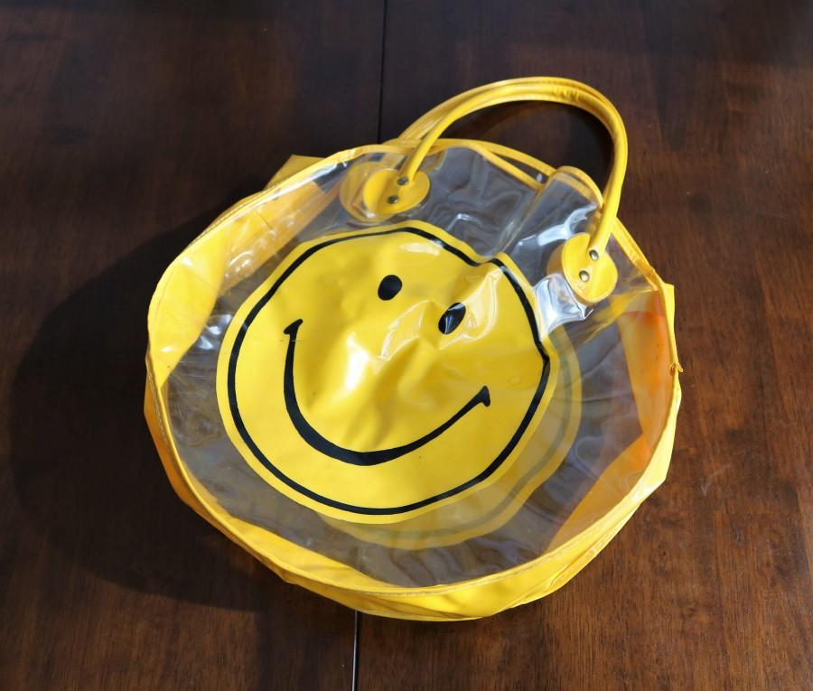Mariage - Happy Face Tote Bag, Vintage 70s Smiley Face Vinyl Tote, Yellow Smiley, Mod Accessory, Groovy Totebag, Retro Lover, Beach Bag, Groovy Room