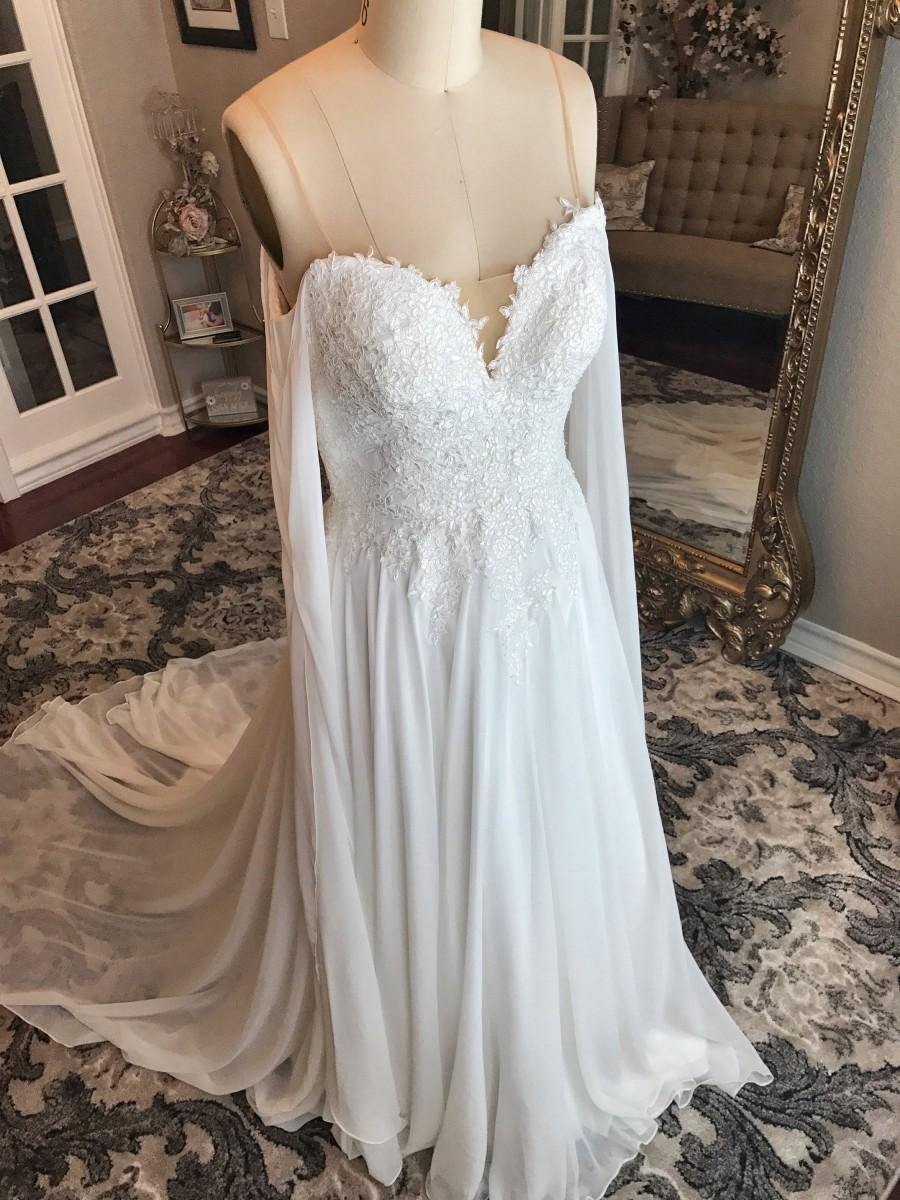 Mariage - Meghan- Unique chiffon and Lace Flowy wedding dress, light ivory wedding dress, unique sleeves, flowy wedding dress, beach wedding