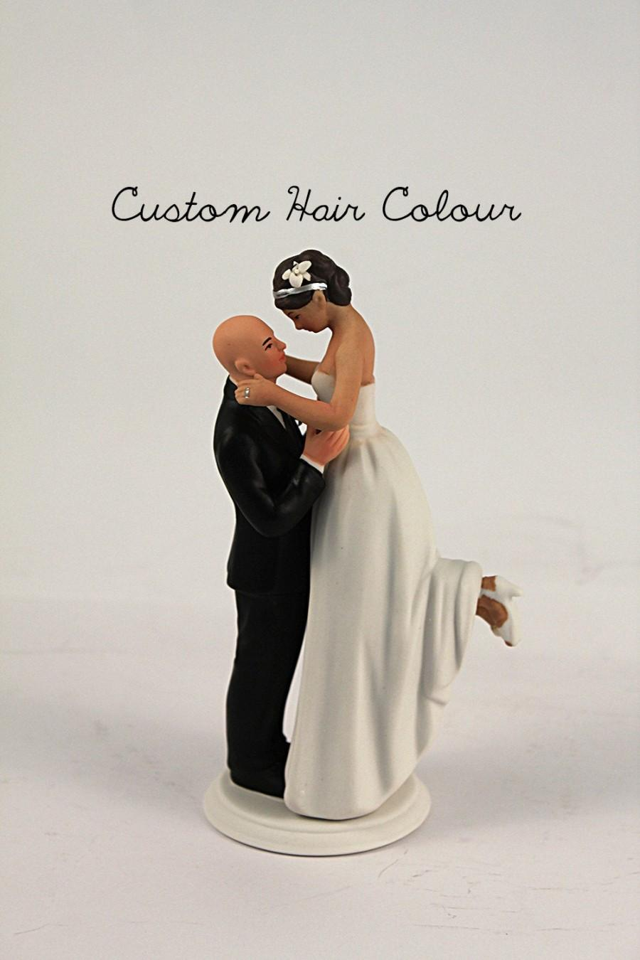 زفاف - True Romance Interlocking Wedding Cake Topper - Light Skin Tone Bald Groom and Medium Skin Tone Bride - Custom Wedding Cake Topper - Wedding