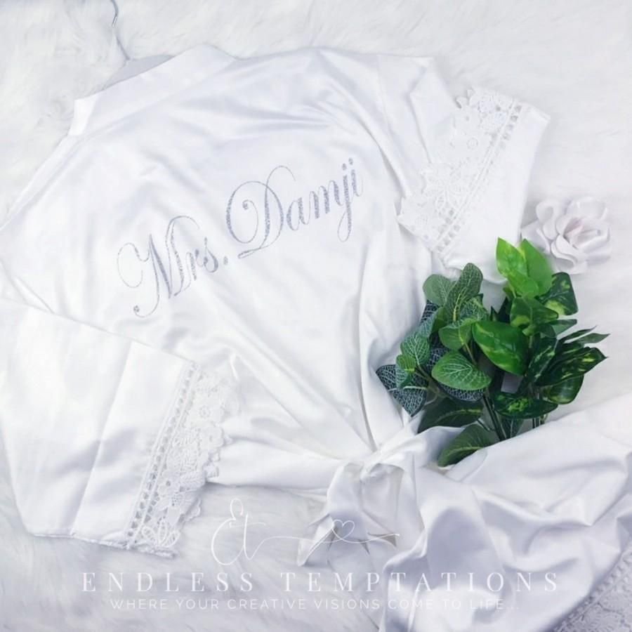 Свадьба - WHITE Satin Rose Lace Robe; Bride; Bridesmaids; Bridal; Getting Ready; Bachelorette, bridal robe, brides robe, bridesmaid robe