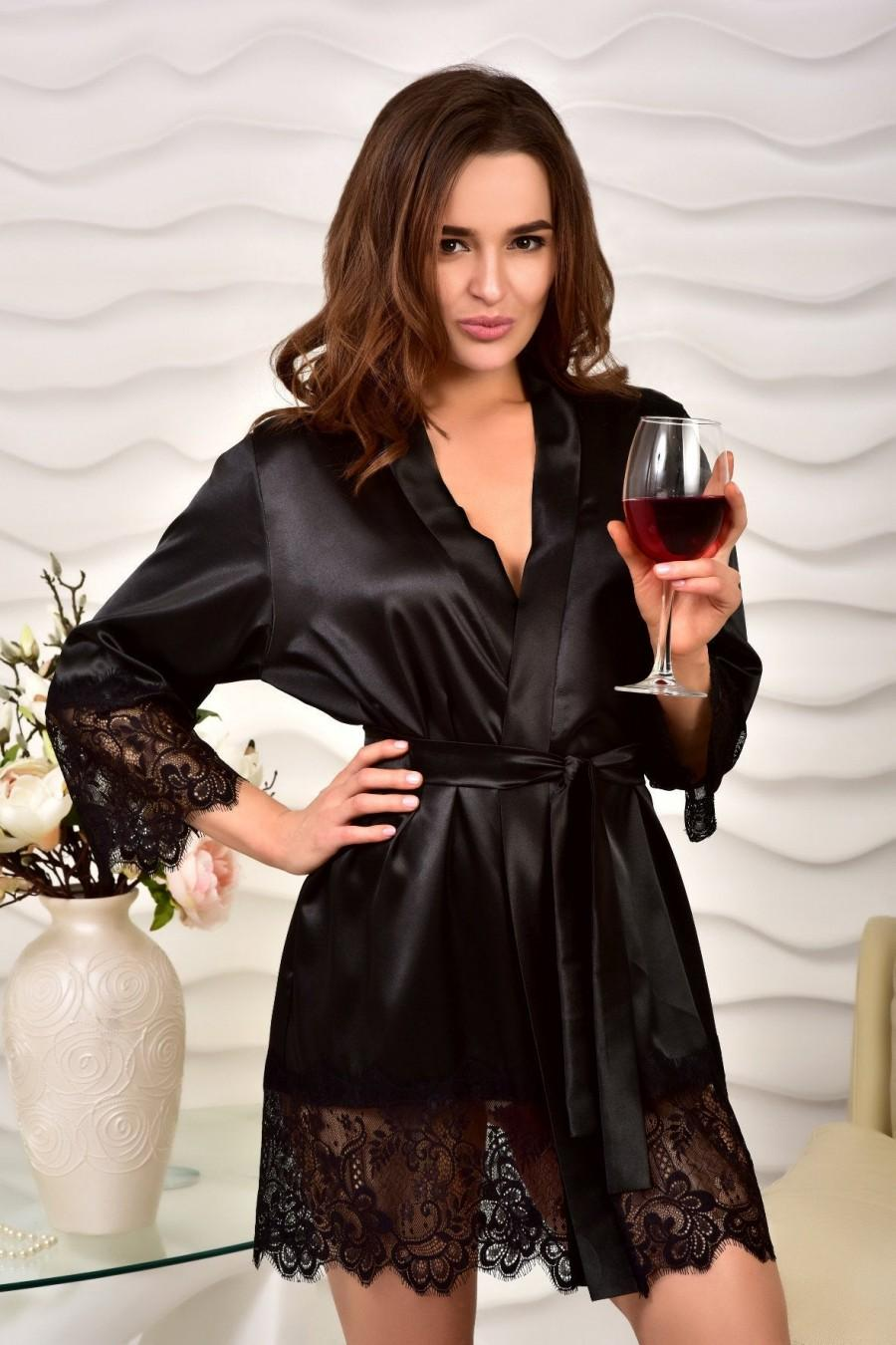 Mariage - Black satin kimono robe Lace dressing gown Robes for women Lace bridal short robe Wedding robe for bride Bridal party gift for daughter