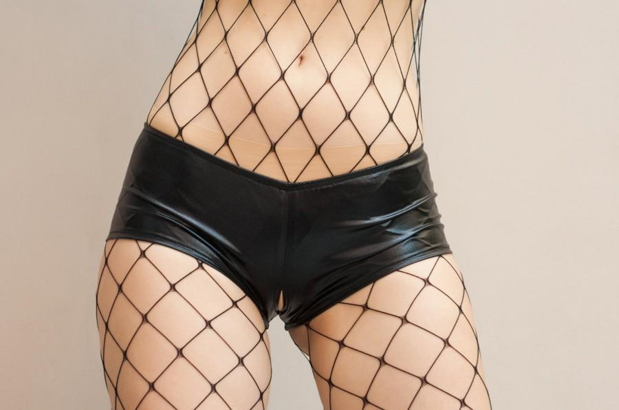 Mariage - Crotchless Shorts made of Metallic Faux Leather Look Fabric. Low Rise cheeky shorts with a hole. Erotic wedding panties with open crotch.