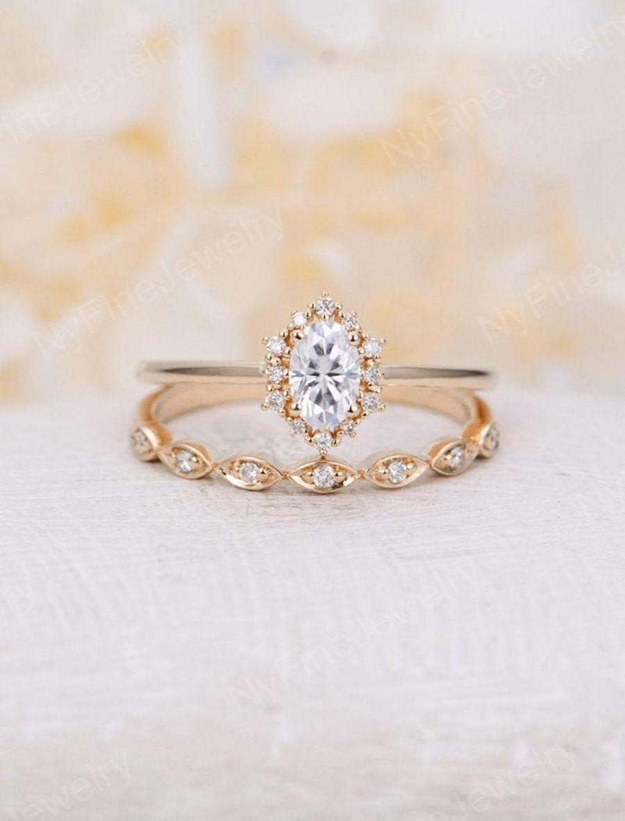 Mariage - Vintage engagement ring set Oval cut Moissanite engagement ring yellow gold diamond halo wedding Bridal Anniversary Gift for