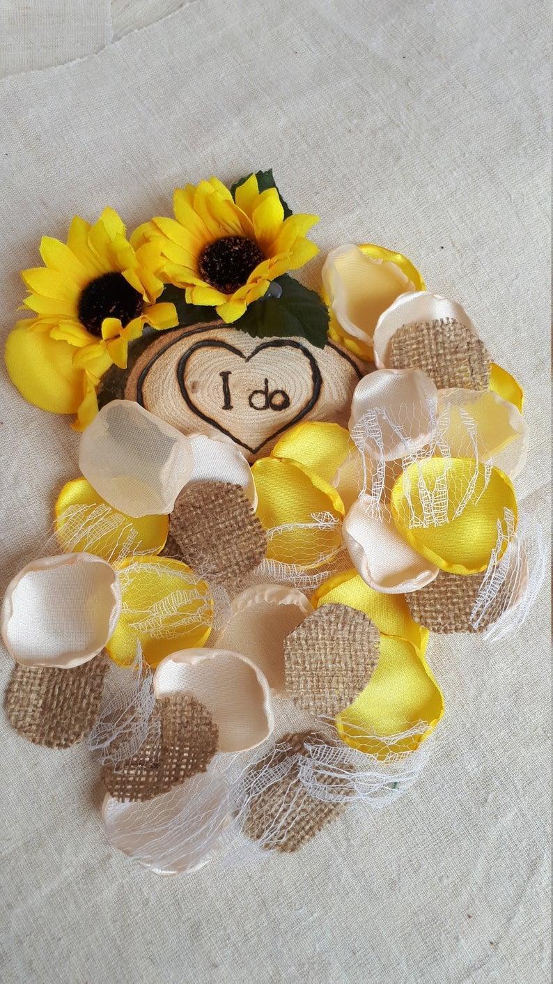 زفاف - Burlap Lace Sunflower Yellow Transparent Tule Handmade Rose Petals Rustic Wedding Decor Summer Barn Wedding Table Decor Flower Girl Petals