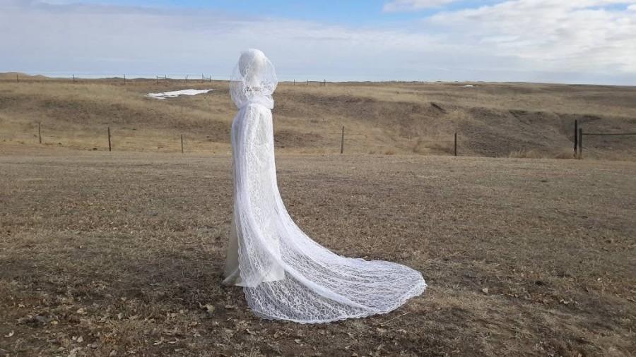 Свадьба - White Lace Cape Hooded White Wedding Cloak Bridal Cape
