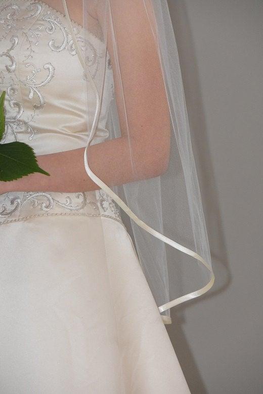 Mariage - Fingertip Veil with Satin Ribbon Trim