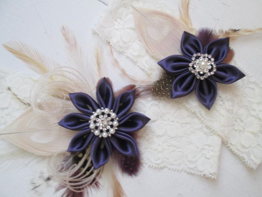 Свадьба - Plum Purple Wedding Garter Set, Peacock Garters, Ivory Lace Bridal Garters, Purple Eggplant Garters, Fall / Autumn Country Bride