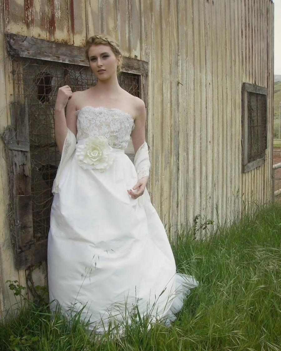Wedding - Behind the scenes shots from the Classic to Cutting Edge Shoot. #amyjotatum #amyjotatumbride #amyjotatumbridalcouture #bridal #bridalcouture #bridalcollection #bridalgowndesign #bridalgowns #bridaldesigner #bridaldesigners #bridaldesign #bridechic #etsywe