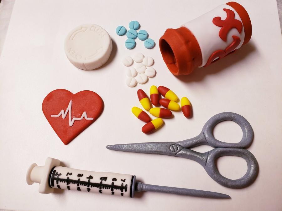 Mariage - Nurse Cake Topper Set - Stethoscope, EGK Hearts, RX pill bottle w/pills, Needle, Band aides, Scissors