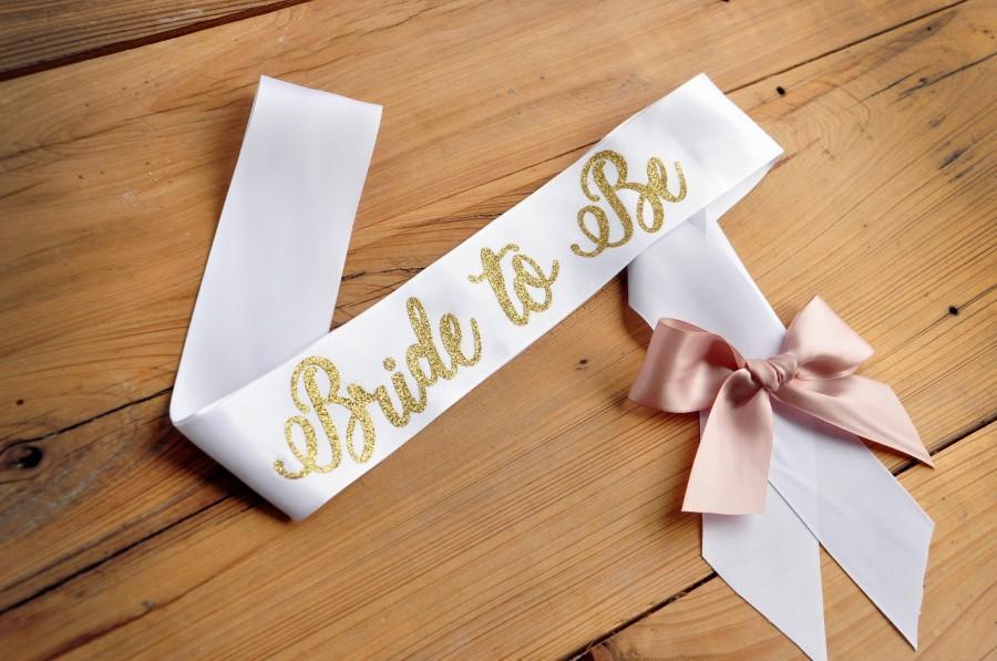 Mariage - Gold Bride to Be Sash.    Bachelorette Party Sash. Bridal Shower Sash.