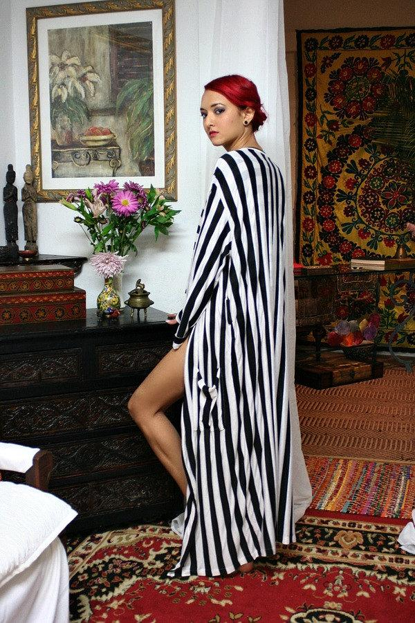 Свадьба - Black and White Stripe Robe Honeymoon Bridal Lingerie Sleepwear Loungewear Sarafina Dreams Cruise