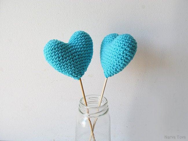 Свадьба - Amigurumi Crochet Amulet Heart (Set of 2) - Cake topper - Wedding table decor - Birthday party decoration