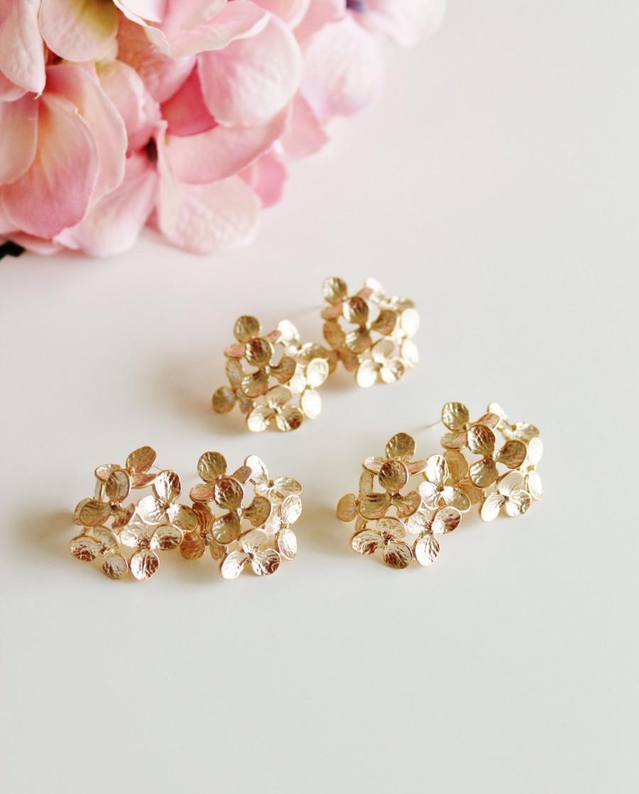 Свадьба - Gold Hydrangea Earrings, Bridesmaid Earrings, Gold Flower Earrings, Romantic Garden Wedding Jewelry Bridesmaid Gift Statement Earrings E208