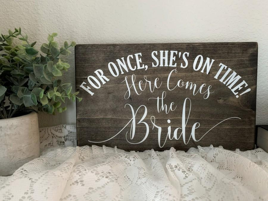 Mariage - Here Comes the Bride, Funny Ring Bearer Sign, Flower Girl Sign, For Once She's on Time, Funny Sign, Rustic, Wedding Signs  (12 x 7)