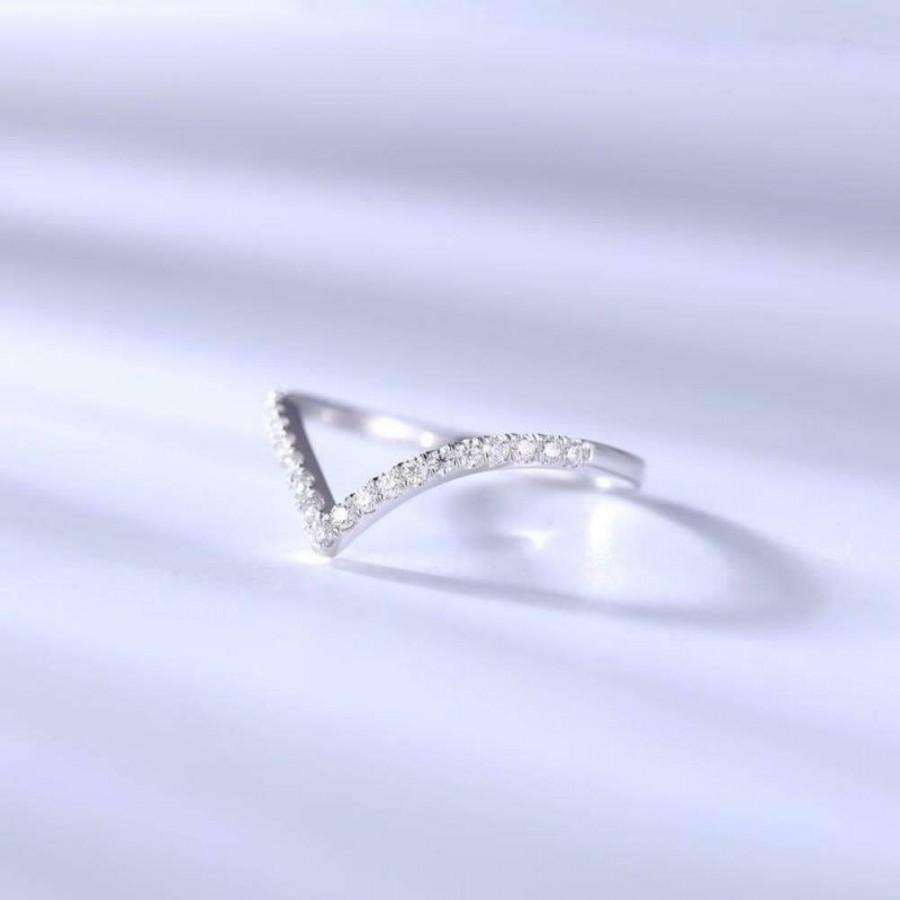 Mariage - Best Store To Buy 0.17ct Curved Moissanite Wedding Band