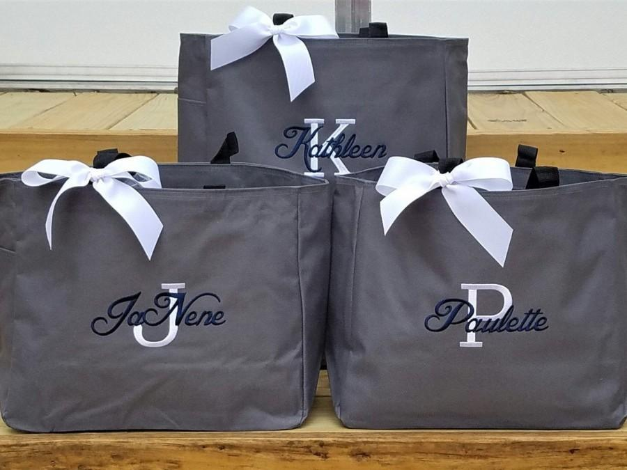 Свадьба - Set of 5 Bridesmaid Totes, Personalized Bridal Party Gifts, Bride Tote Bag, Monogrammed Bridesmaid Bags