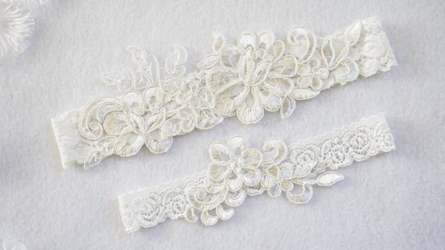 Wedding - OFF WHITE wedding garter set, customizable, bridal garter, lace garter, keepsake and toss garter, wedding garter, flower garter