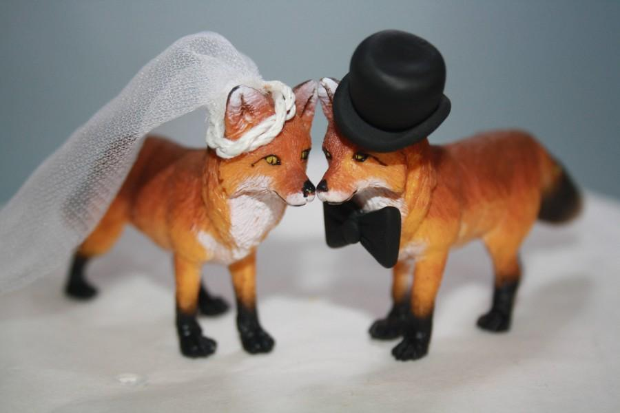 Wedding - Wedding Cake Toppers; Fox Cake Toppers; Bride and Groom; Woodland; Custom; Topper; Animal Cake Toppers; Cute; Adorable; Unique; Bridal.