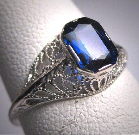 Mariage - Antique Sapphire Wedding Ring Art Deco Vintage White Gold Filigree 20s