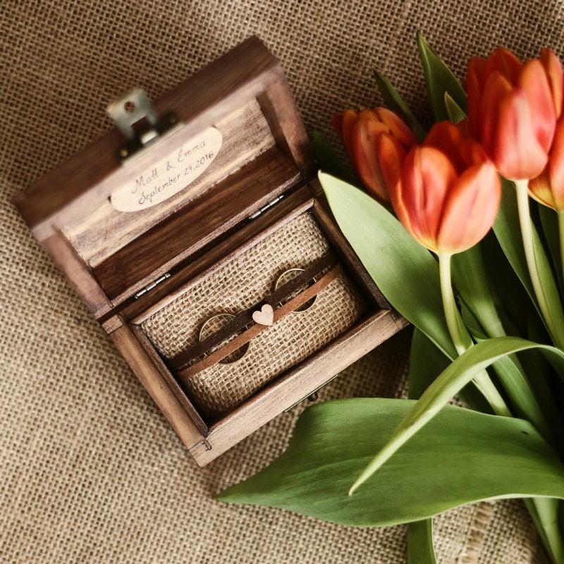 Свадьба - Personalized wedding ring box. Boho wooden ring box. Rustic ring holder. Ring bearer. Boho style.