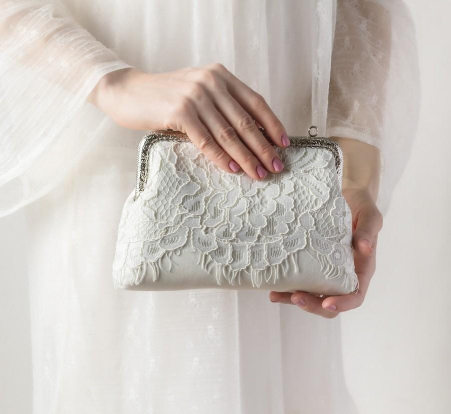 "Mariage - Ivory clutch purse mother bride clutch / Mother groom wedding purse ivory lace clutch with chain, 7"" clasp, pocket / Gift your bridesmaids"