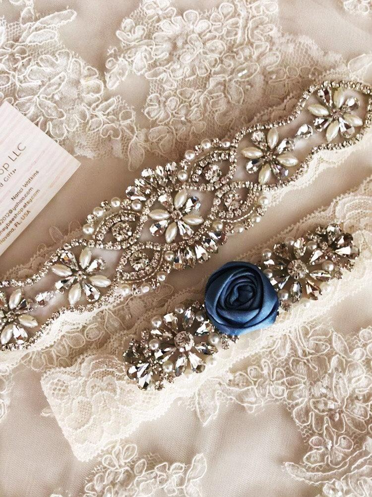 Mariage - Ivory wedding garter set, no slip grip garter toss and keepsake. Dusty Blue white blush rhinestone lace bridal garter belt rosette plus size