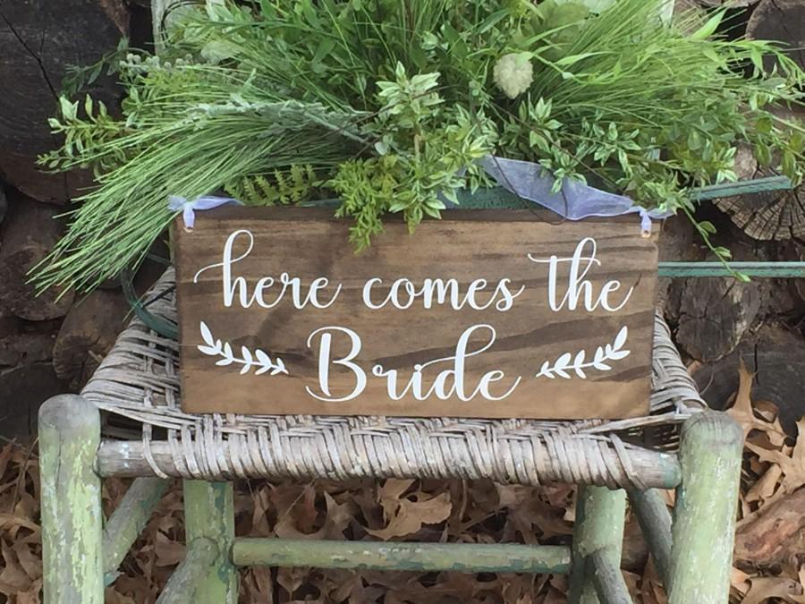 Hochzeit - Here comes the Bride sign - Flower girl sign - ring bearer sign - Here comes your bride sign - Rustic wedding sign -  Wood wedding sign