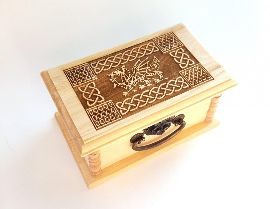 Mariage - Dragon Latched Wooden Box : Free Engraved Personalization Celtic Welsh Dragon Box