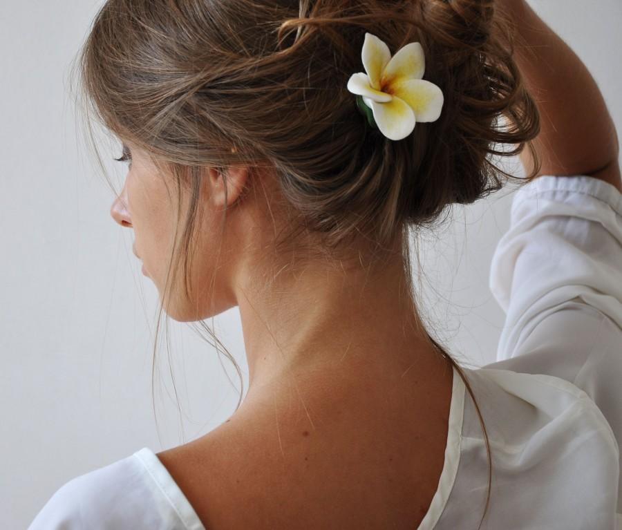 Wedding - Plumeria Flower Hair clip Beach Wedding Hair piece Bride White Floral Headpiece Tropical Flower Bridal Hair  Real Touch Hawaiian Flower