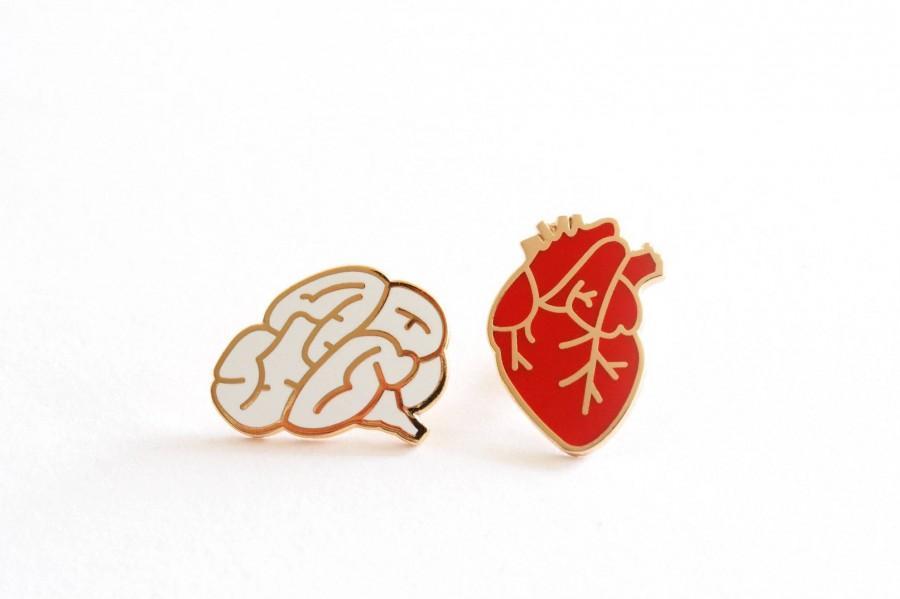 Mariage - Heart & Brain Enamel Pin Badges, Romantic Stocking Filler Pins, Anatomical Heart Hard Enamel Pin, Brain Lapel Pin Badge, Collectable Pins