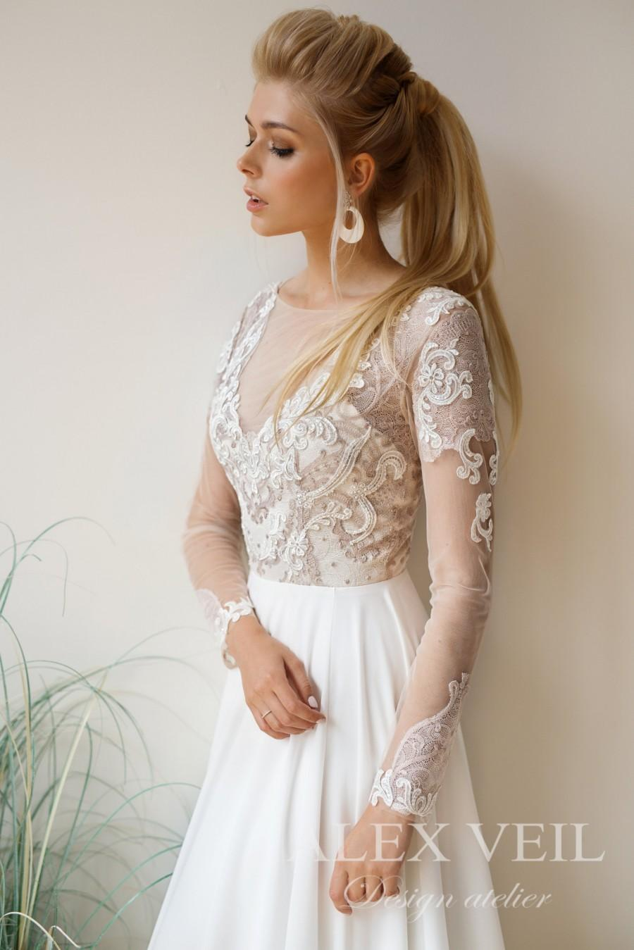 Wedding - Wedding dress 'ALEXIS' // Boho wedding dress with lace top, long sleeves and flowy skirt of crepe chiffon