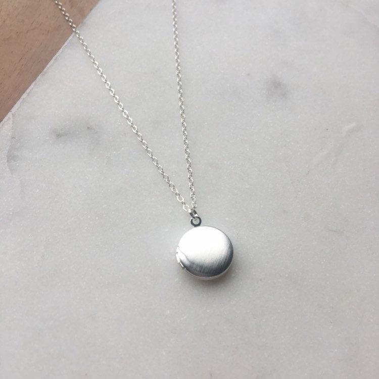 Свадьба - Dainty silver locket necklace, gift for her, small silver locket necklace, sterling silver