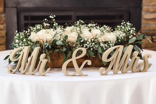 Mariage - Sweetheart Table Decor - Mr and Mrs sign - Valentine Day Gift -  Wooden Wedding Signs - Free Standing Letters -  Wedding Centerpiece
