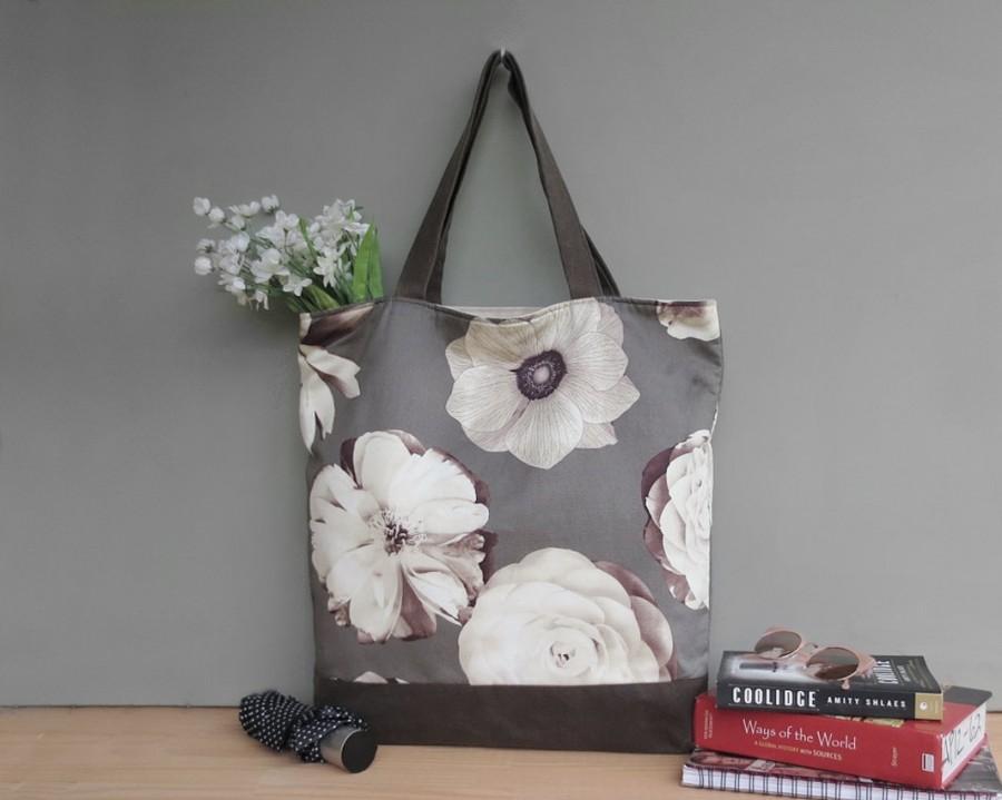 زفاف - Oversized Floral Tote Bag with Pockets for Bridesmaids, Extra Large Shoulder Bag with Large Grey Cream Sepia Flowers and Waxed Canvas Bottom