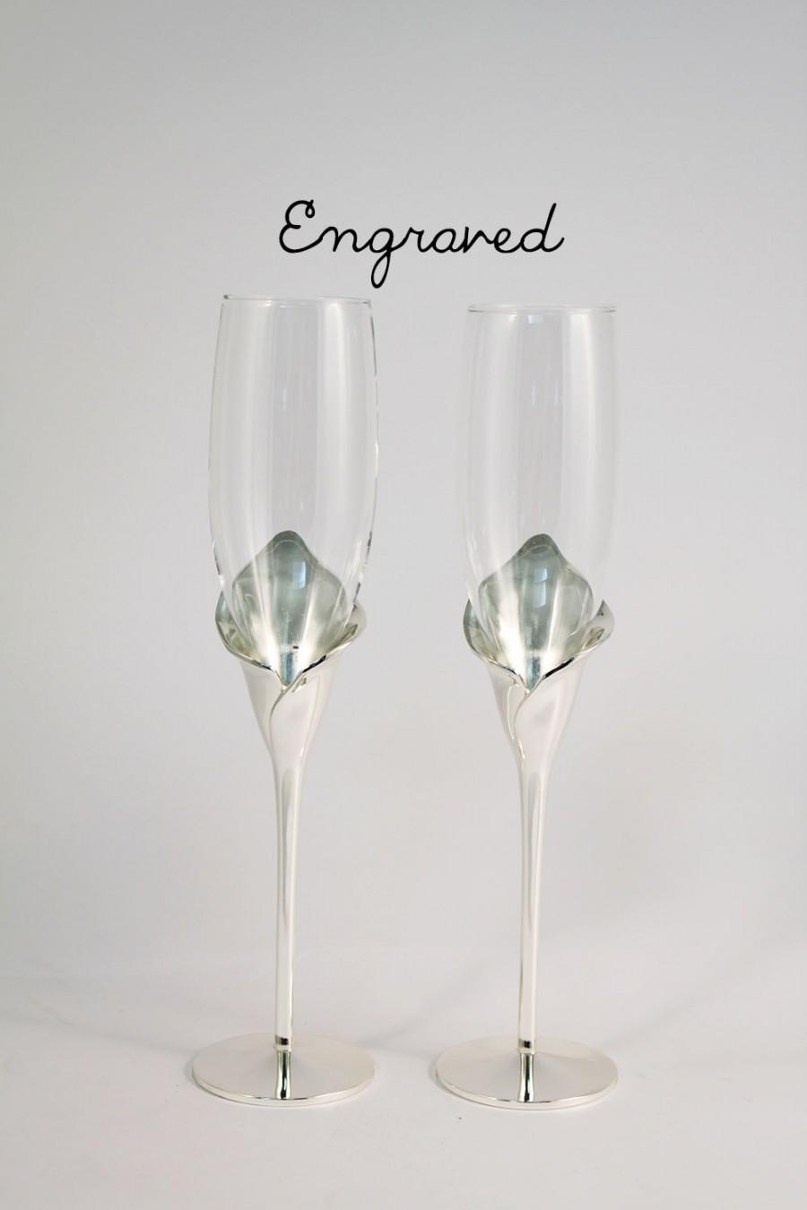 Свадьба - Engraved Wedding Toasting Flutes - Calla Lily Wedding Champagne Flutes - Personalized Wedding Toasting Flutes - Wedding Keepsake - Flutes